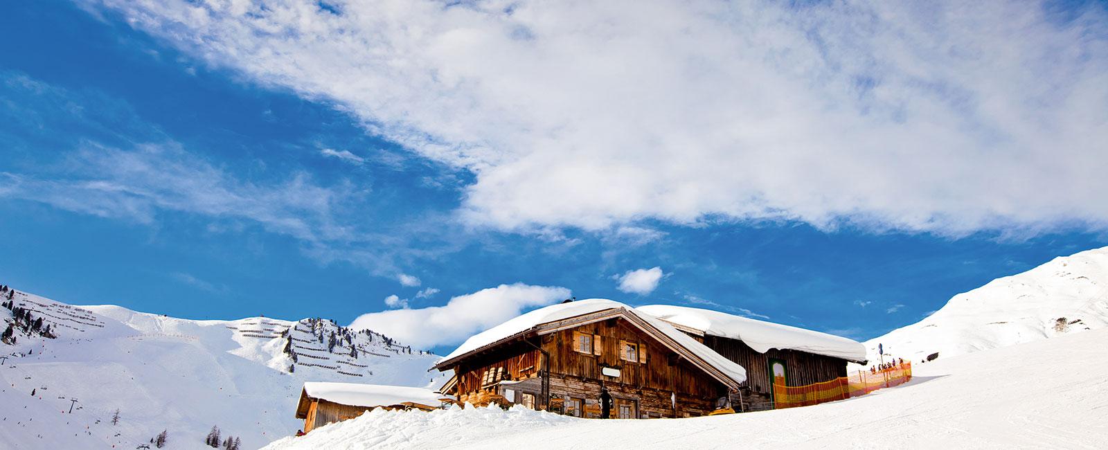 Gemütliche Hütte in den Bergen von Oberbayern