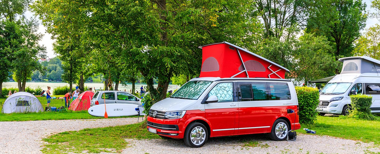 Campingbus auf dem Campingplatz